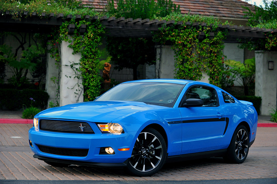 2011 Ford Mustang V-6 Front Angle