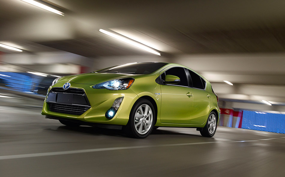 2015 Toyota Prius c Front Angle