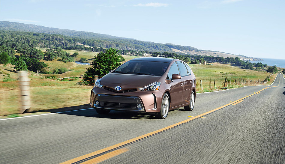 2015 Toyota Prius v Front Angle