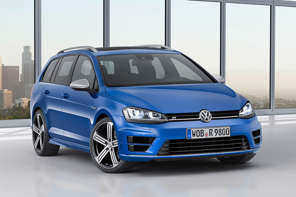 2015 Volkswagen Golf R Variant Front Angle