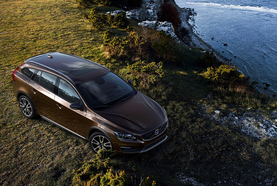 2016 Volvo V60 Cross Country Front Angle