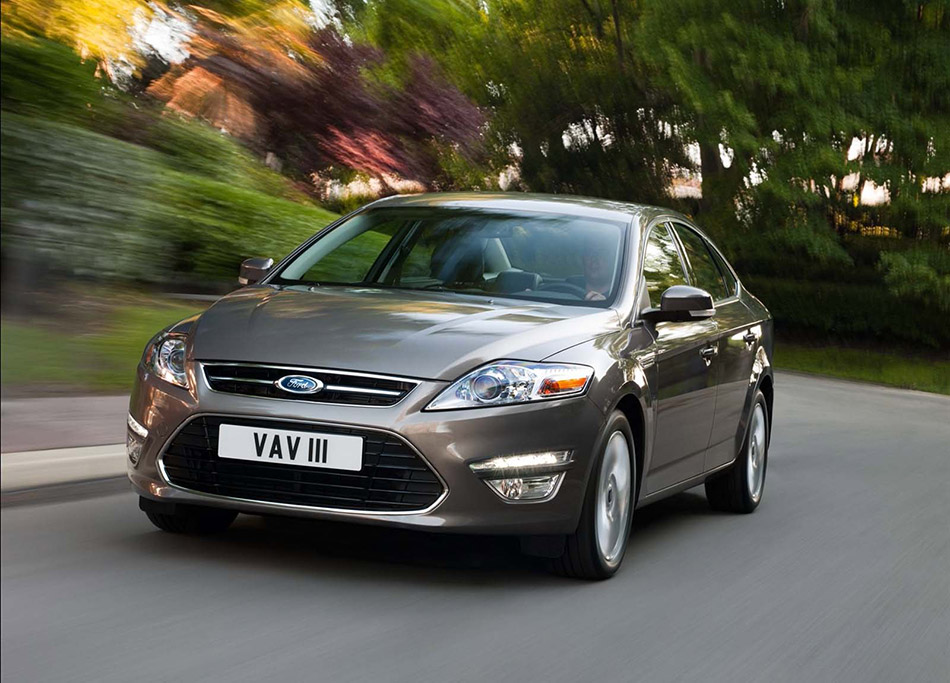 2011 Ford Mondeo 5-door Front Angle