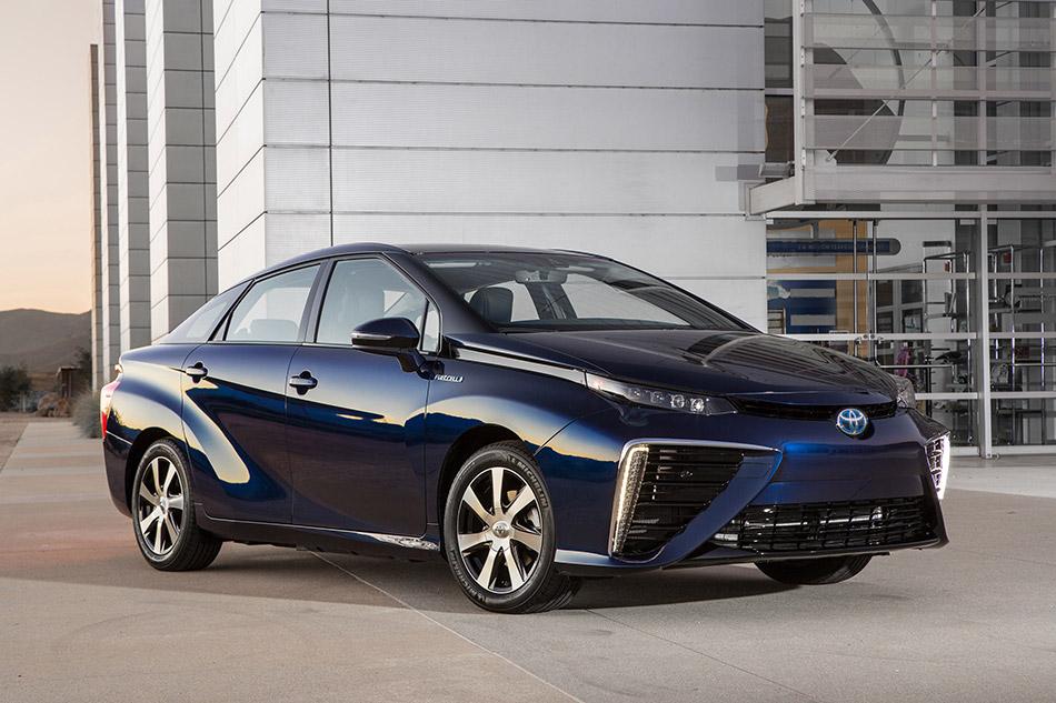 2016 Toyota Mirai Front Angle