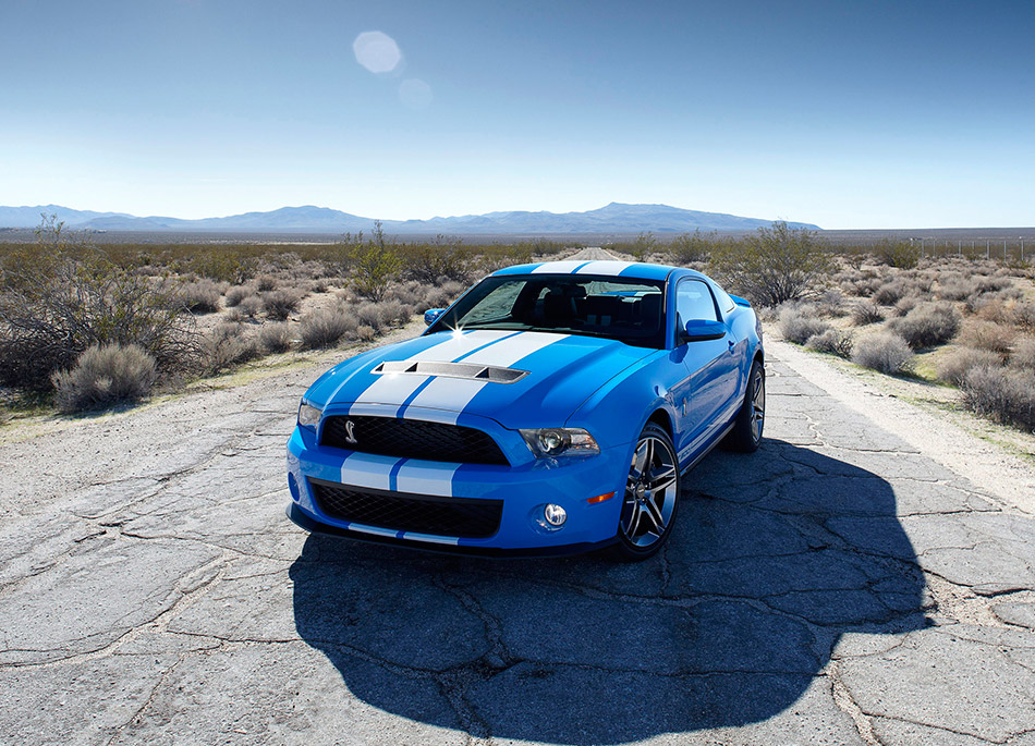 2010 Ford Mustang Shelby GT500 Front Angle