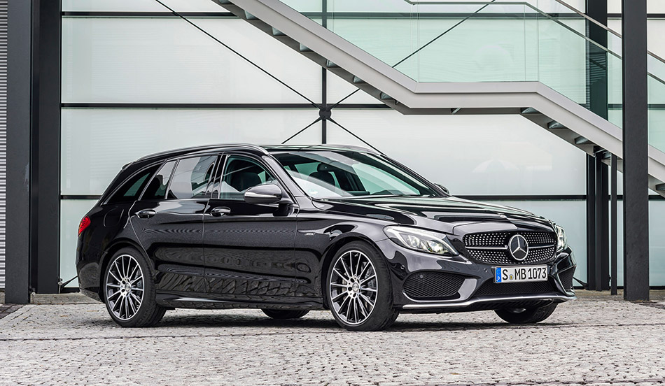 2016 Mercedes-Benz C450 AMG 4Matic Estate Front Angle