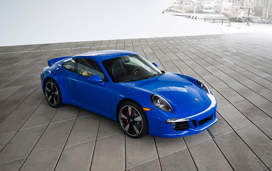 2015 Porsche 911 GTS Club Coupe Front Angle