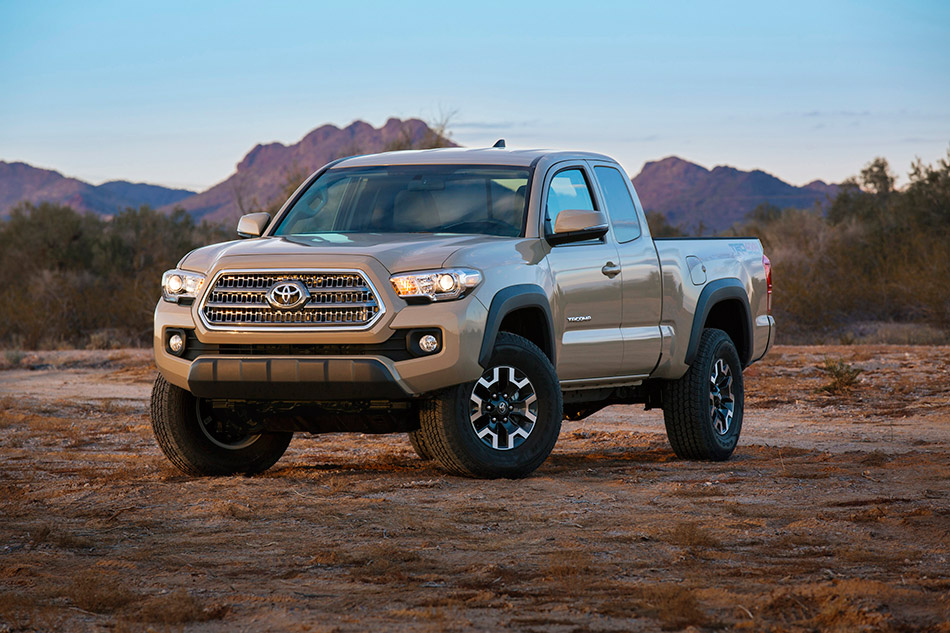 2016 Toyota Tacoma TRD Off-Road Front Angle