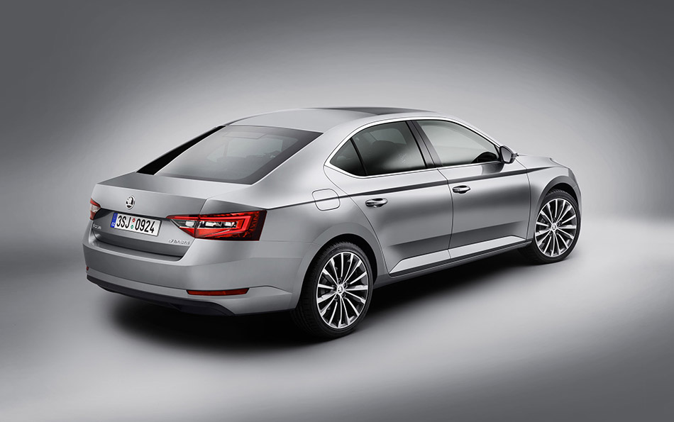 2016 Skoda Superb Rear Angle