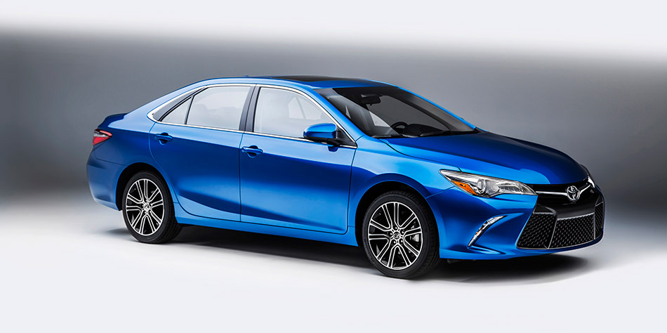 2016 Toyota Camry Special Edition Front Angle