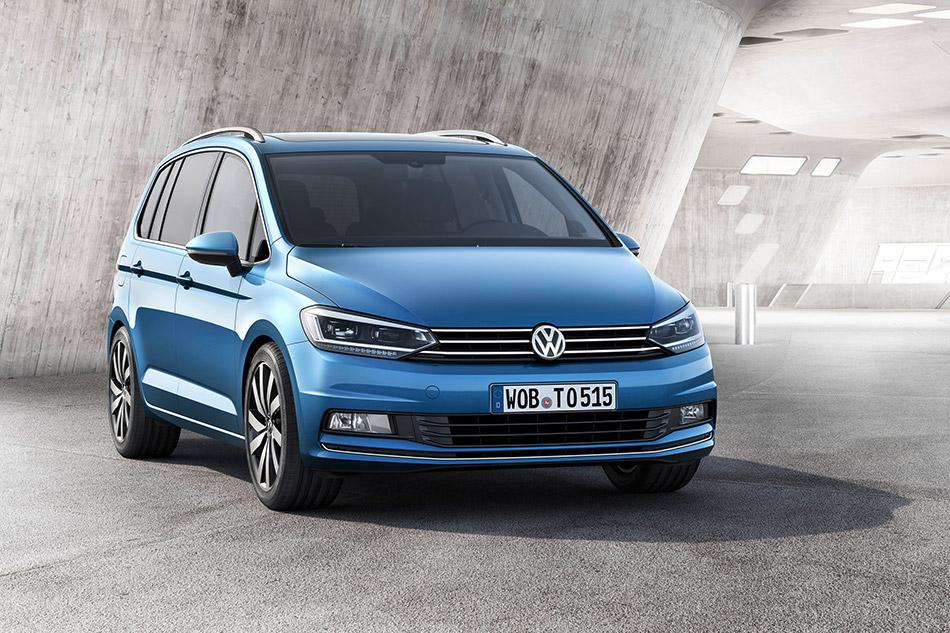 2016 Volkswagen Touran Front Angle