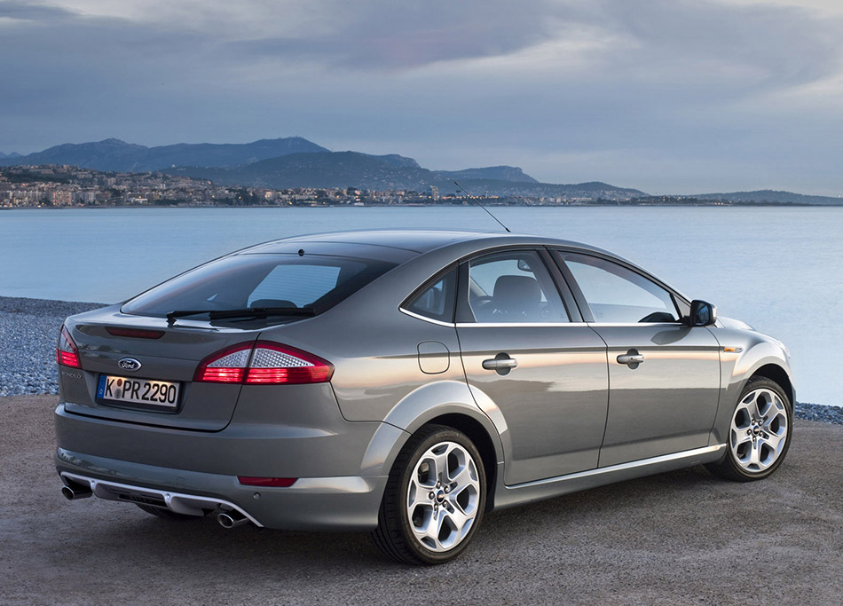 2007 Ford Mondeo Rear Angle