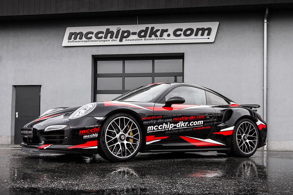 2015 MCCHIP-DKR Porsche 911 Turbo S Front Angle