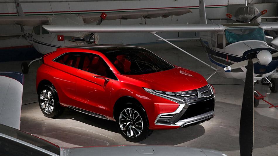 2015 Mitsubishi XR-PHEV II Concept Front Angle