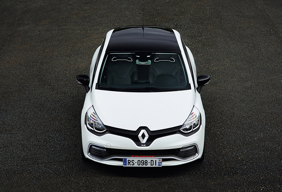 2016 Renault Clio RS 220 Trophy EDC Front Angle
