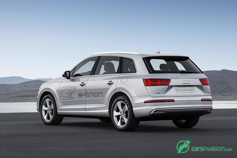 2017 Audi Q7 e-tron 2.0 TFSI quattro Rear Angle