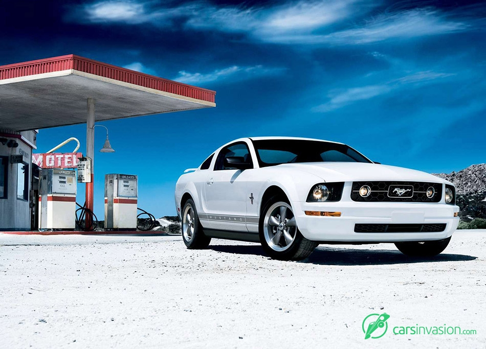 2006 Ford Mustang V6 Pony Front Angle