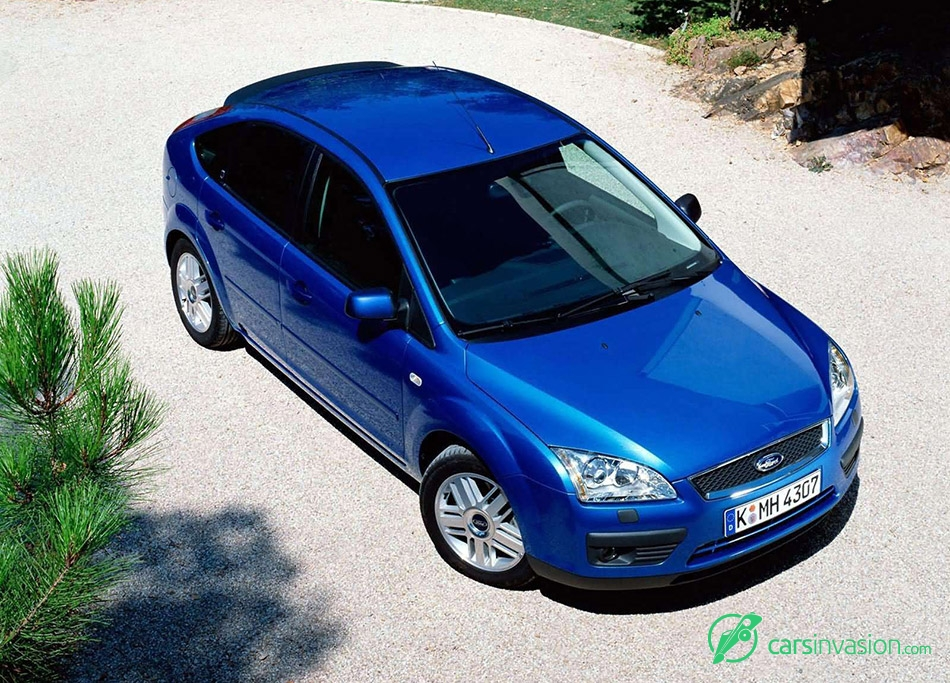 2004 Ford Focus TDCi 5door EU-version Front Angle