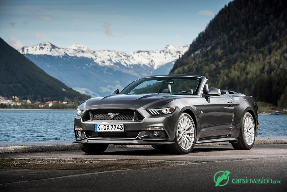 2015 Ford Mustang Convertible EU-Version Front Angle
