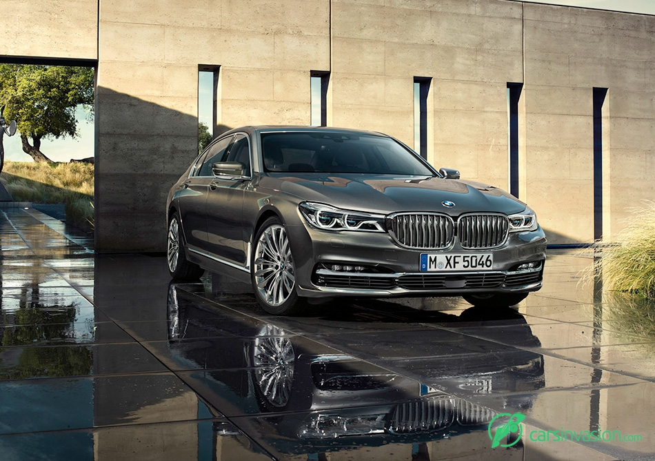 2016 BMW 7-Series Front Angle