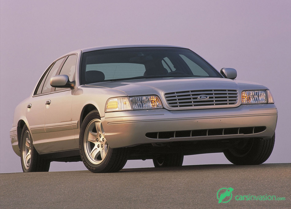 2002 Ford Crown Victoria Front Angle