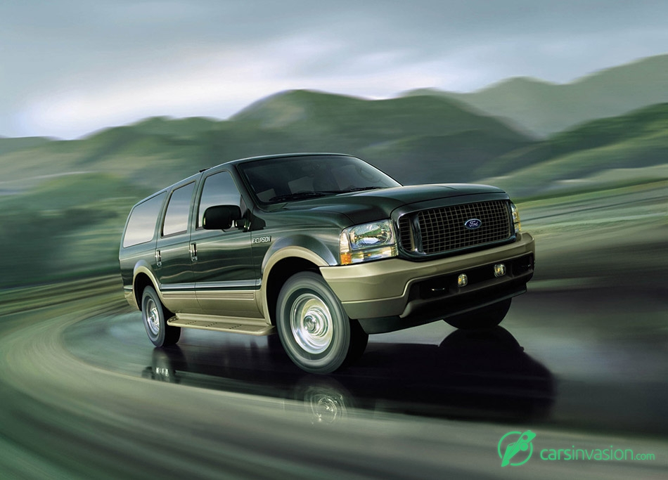 2003 Ford Excursion Front Angle