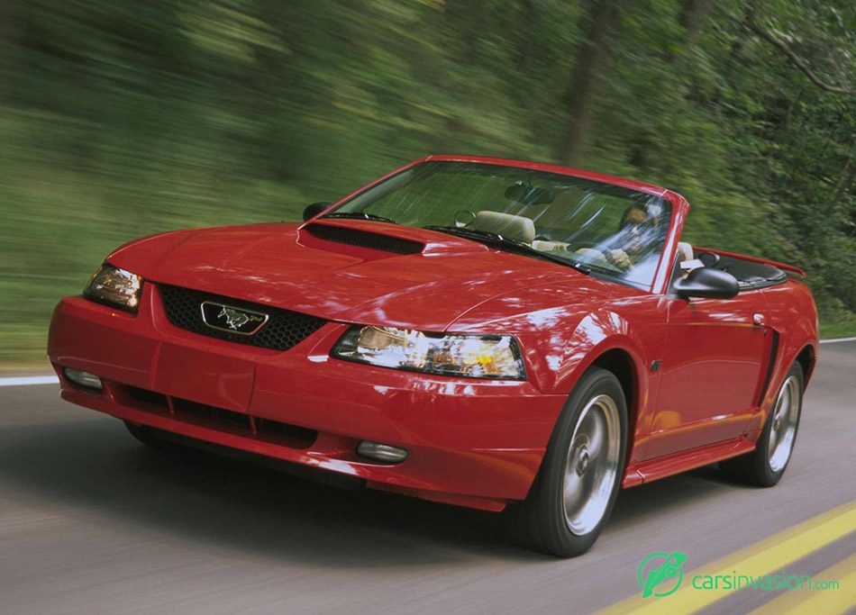 2001 Ford Mustang GT Convertible Front Angle