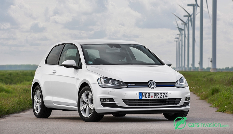2015 Volkswagen Golf TSI BlueMotion Front Angle