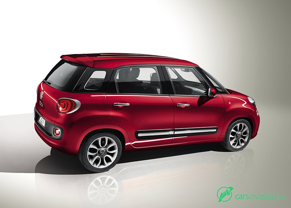 2013 Fiat 500L Rear Angle