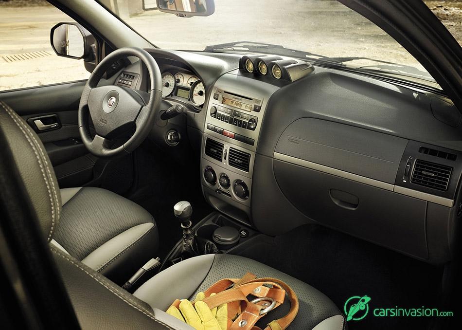 2013 Fiat Strada Interior
