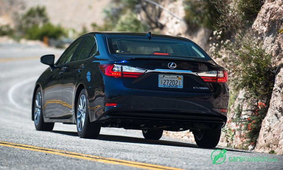 2016 Lexus ES300h Rear Angle