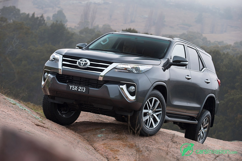 2015 Toyota Fortuner Front Angle