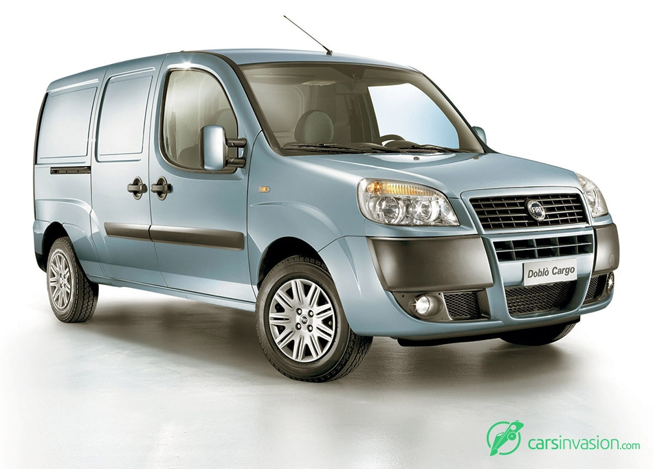 2005 Fiat Doblo Cargo Front Angle