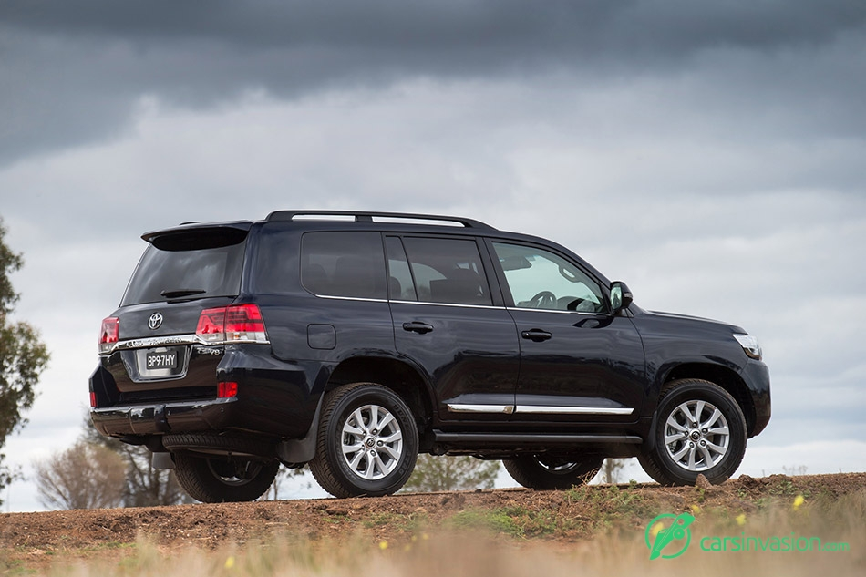2015 Toyota Land Cruiser Facelift Rear Angle