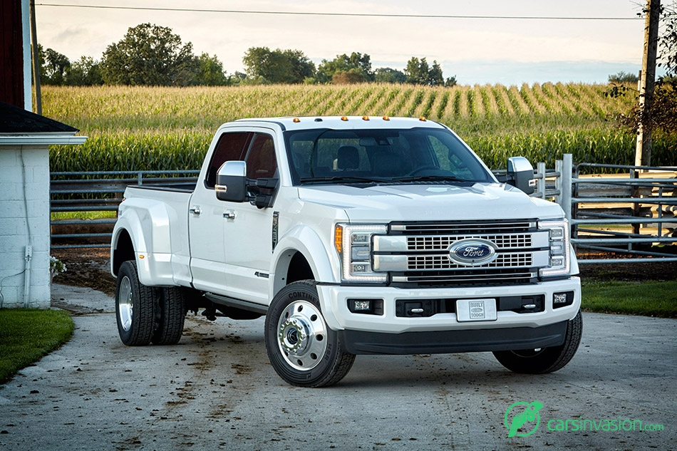 2017 Ford F-Series Super Duty Front Angle