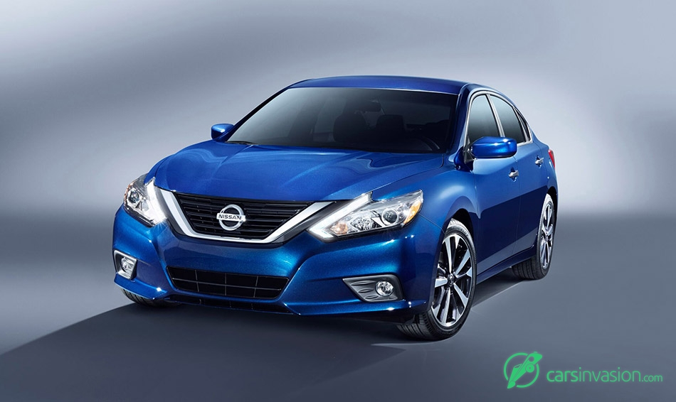 2016 Nissan Altima SR Front Angle
