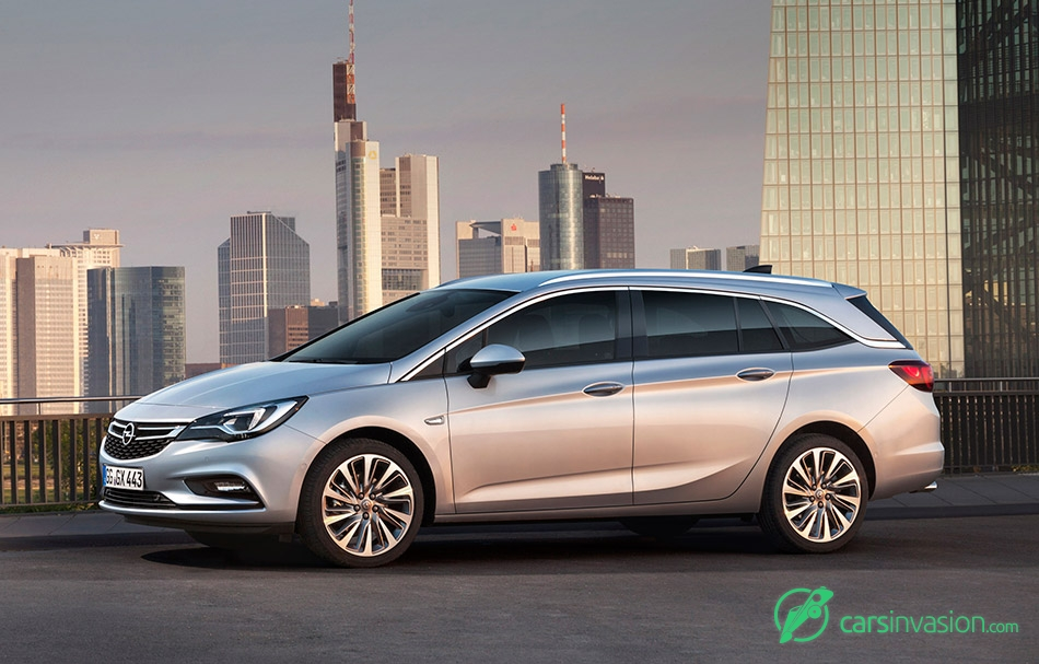 2016 Opel Astra Sports Tourer Front Angle