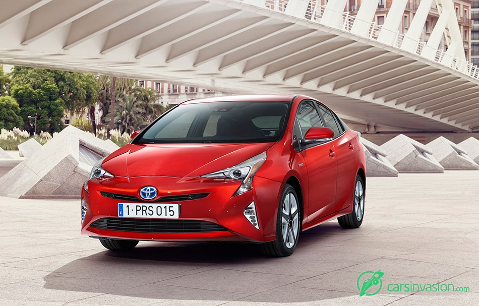 2016 Toyota Prius Front Angle