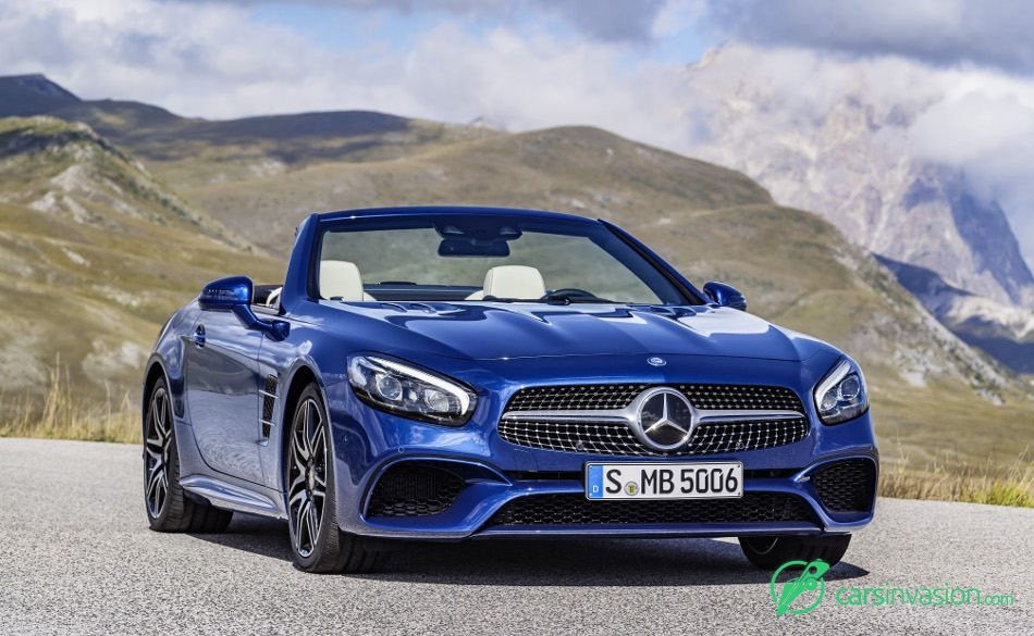2017 Mercedes-Benz SL Front Angle
