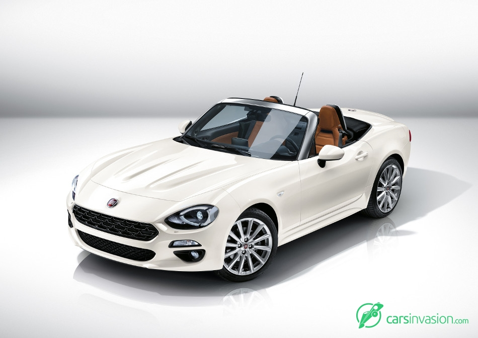 2017 Fiat 124 Spider Front Angle